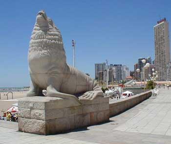 escultura-lobos-marinos